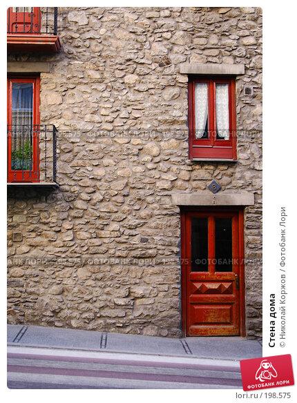 Купить «Стена дома», фото № 198575, снято 27 декабря 2006 г. (c) Николай Коржов / Фотобанк Лори