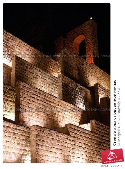Стена и арка с подсветкой ночью, фото № 24215, снято 26 ноября 2006 г. (c) Валерий Шанин / Фотобанк Лори
