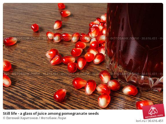 Купить «Still life - a glass of juice among pomegranate seeds», фото № 30616451, снято 20 апреля 2019 г. (c) Евгений Харитонов / Фотобанк Лори