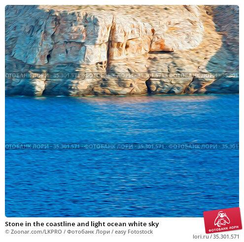 Stone in the coastline and light ocean white sky. Стоковое фото, фотограф Zoonar.com/LKPRO / easy Fotostock / Фотобанк Лори