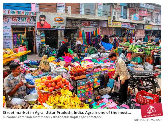 Street market in Agra, Uttar Pradesh, India. Agra is one of the most... Стоковое фото, фотограф Zoonar.com/Don Mammoser / age Fotostock / Фотобанк Лори