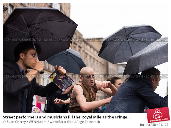 Купить «Street performers and musicians fill the Royal Mile as the Fringe festival officially kicks off in Edinburgh. Where: Edinburgh, United Kingdom When: 04 Aug 2017 Credit: Euan Cherry/WENN.com», фото № 30401127, снято 4 августа 2017 г. (c) age Fotostock / Фотобанк Лори