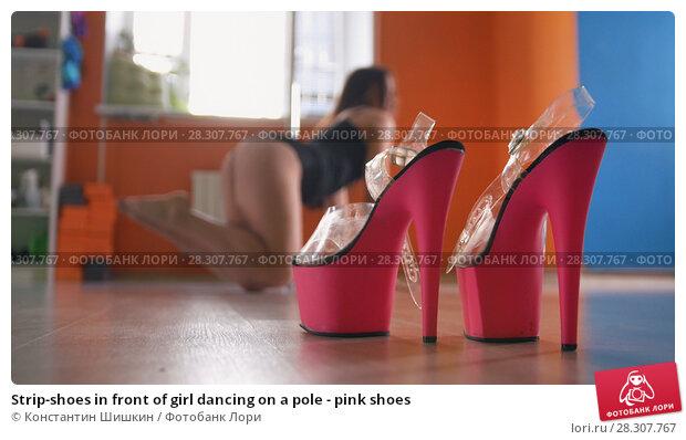 Купить «Strip-shoes in front of girl dancing on a pole - pink shoes», фото № 28307767, снято 21 апреля 2018 г. (c) Константин Шишкин / Фотобанк Лори