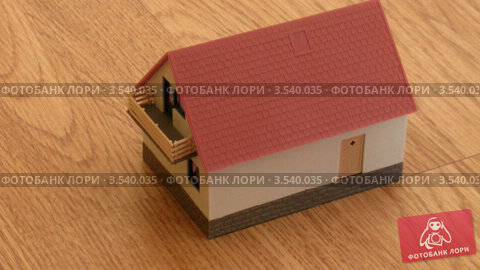 Купить «Строительство игрушечного домика», видеоролик № 3540035, снято 30 июля 2009 г. (c) Losevsky Pavel / Фотобанк Лори