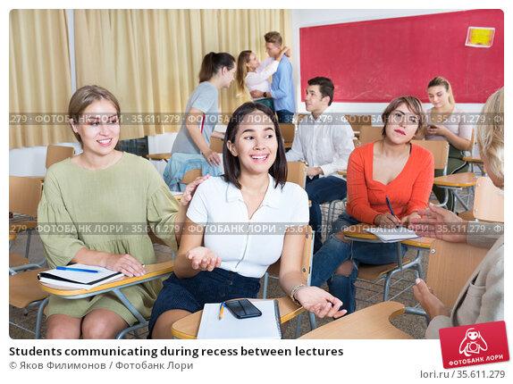 Students communicating during recess between lectures. Стоковое фото, фотограф Яков Филимонов / Фотобанк Лори