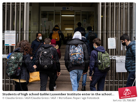 Students of high school Galilei Luxember Institute enter in the school... Редакционное фото, фотограф Claudia Greco / AGF/Claudia Greco / AGF / age Fotostock / Фотобанк Лори