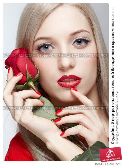 Купить «Студийный портрет очаровательной блондинки в красном платье с красной розой, серый фон», фото № 4241723, снято 5 января 2013 г. (c) Serg Zastavkin / Фотобанк Лори