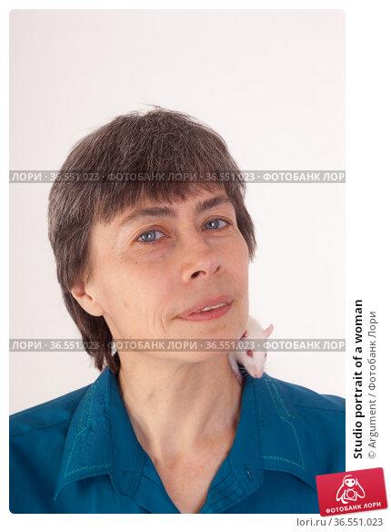 Studio portrait of a woman. Стоковое фото, фотограф Argument / Фотобанк Лори