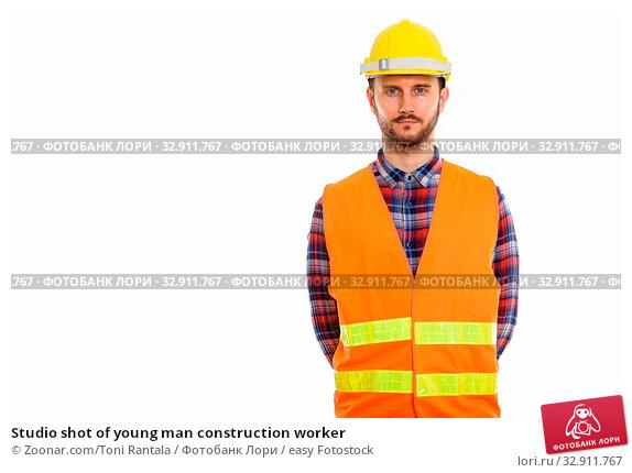 Studio shot of young man construction worker. Стоковое фото, фотограф Zoonar.com/Toni Rantala / easy Fotostock / Фотобанк Лори