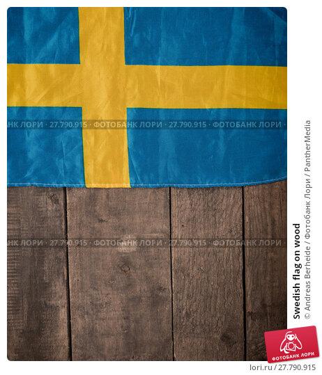 Купить «Swedish flag on wood», фото № 27790915, снято 19 февраля 2018 г. (c) PantherMedia / Фотобанк Лори