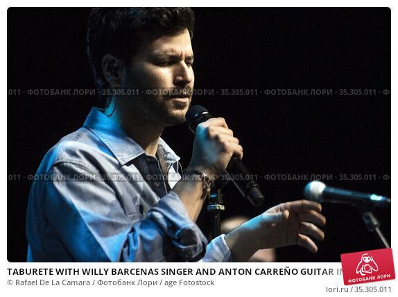 TABURETE WITH WILLY BARCENAS SINGER AND ANTON CARREÑO GUITAR IN NEW... Редакционное фото, фотограф Rafael De La Camara / age Fotostock / Фотобанк Лори