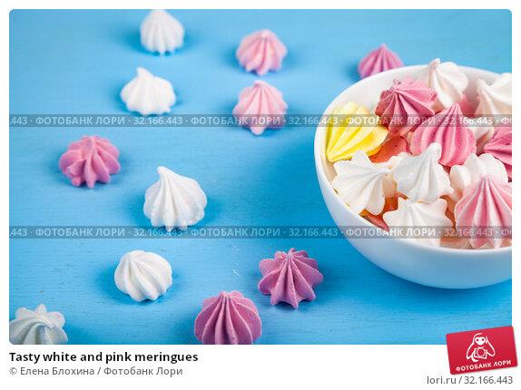 Купить «Tasty white and pink meringues», фото № 32166443, снято 21 августа 2019 г. (c) Елена Блохина / Фотобанк Лори
