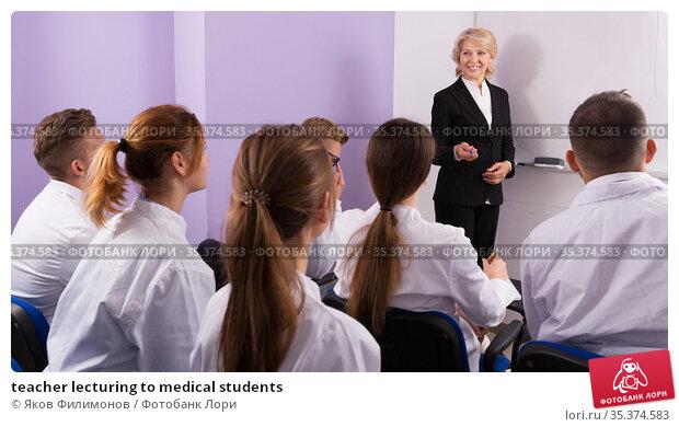 teacher lecturing to medical students. Стоковое фото, фотограф Яков Филимонов / Фотобанк Лори