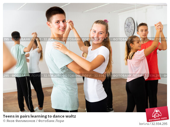 Teens in pairs learning to dance waltz. Стоковое фото, фотограф Яков Филимонов / Фотобанк Лори