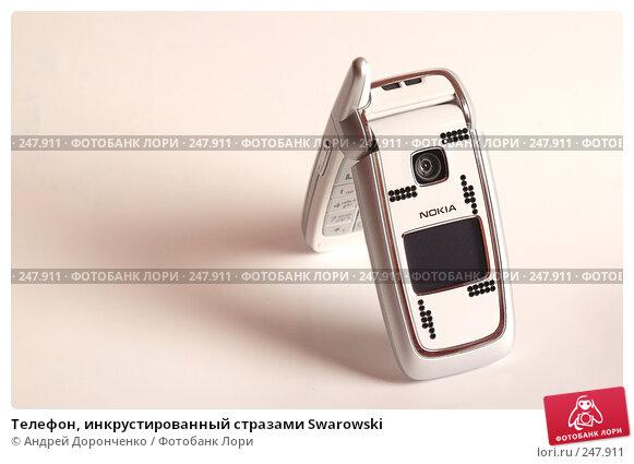 Купить «Телефон, инкрустированный стразами Swarowski», фото № 247911, снято 26 апреля 2018 г. (c) Андрей Доронченко / Фотобанк Лори