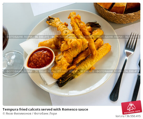 Tempura fried calcots served with Romesco sauce. Стоковое фото, фотограф Яков Филимонов / Фотобанк Лори