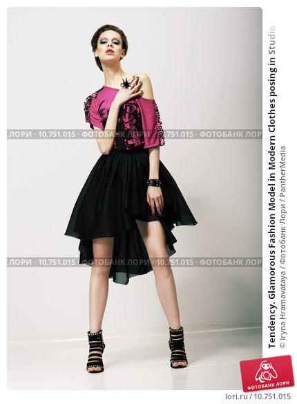 Tendency. Glamorous Fashion Model in Modern Clothes posing in Studio, фото № 10751015, снято 19 мая 2017 г. (c) PantherMedia / Фотобанк Лори