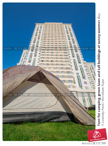 Купить «Tent for camping, green lawn and tall buildings at sunny summer day», фото № 28171799, снято 18 июля 2016 г. (c) Losevsky Pavel / Фотобанк Лори