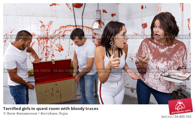 Terrified girls in quest room with bloody traces. Стоковое фото, фотограф Яков Филимонов / Фотобанк Лори