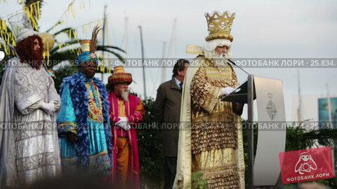 Купить «The ceremony the Three Magi in the port of Barcelona, Spain», видеоролик № 25834843, снято 5 января 2017 г. (c) Яков Филимонов / Фотобанк Лори