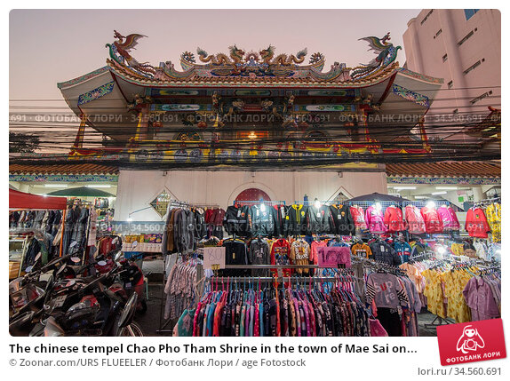 The chinese tempel Chao Pho Tham Shrine in the town of Mae Sai on... Стоковое фото, фотограф Zoonar.com/URS FLUEELER / age Fotostock / Фотобанк Лори