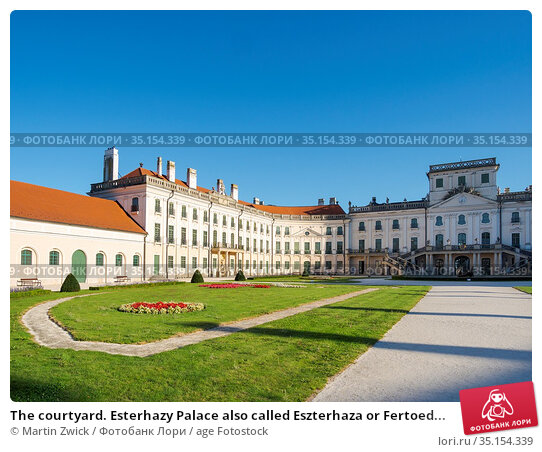The courtyard. Esterhazy Palace also called Eszterhaza or Fertoed... Стоковое фото, фотограф Martin Zwick / age Fotostock / Фотобанк Лори