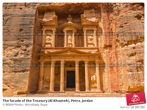 Купить «The facade of the Treasury (Al Khazneh), Petra, Jordan», фото № 28309399, снято 16 декабря 2018 г. (c) BE&W Photo / Фотобанк Лори