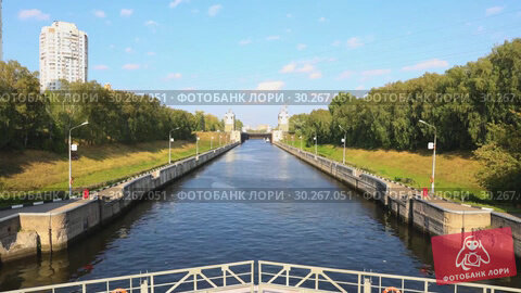 Купить «The gateway on the Moscow Canal, constructed between 1932 and 1937, a transport artery and a grand structure providing Moscow with water timelapse», видеоролик № 30267051, снято 6 марта 2019 г. (c) Mikhail Starodubov / Фотобанк Лори