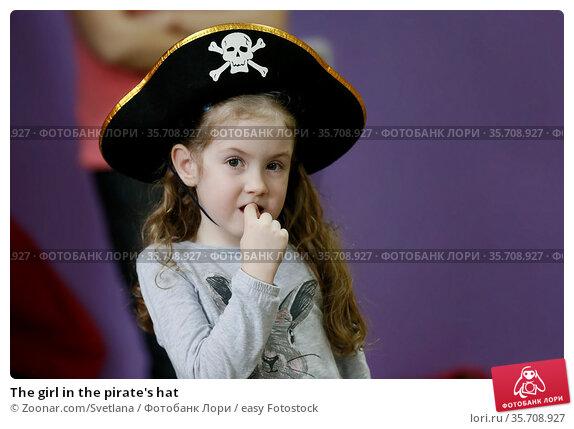 The girl in the pirate's hat. Стоковое фото, фотограф Zoonar.com/Svetlana / easy Fotostock / Фотобанк Лори