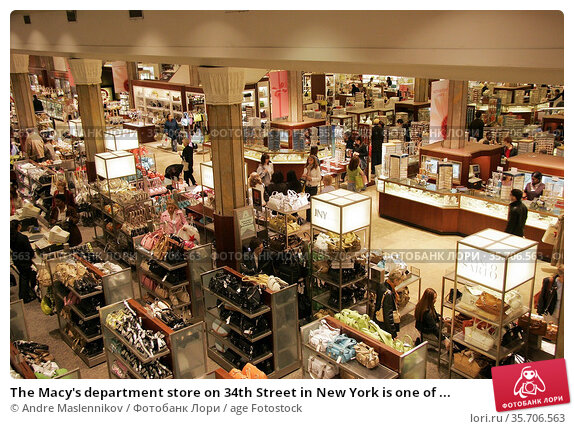 The Macy's department store on 34th Street in New York is one of ... (2005 год). Редакционное фото, фотограф Andre Maslennikov / age Fotostock / Фотобанк Лори