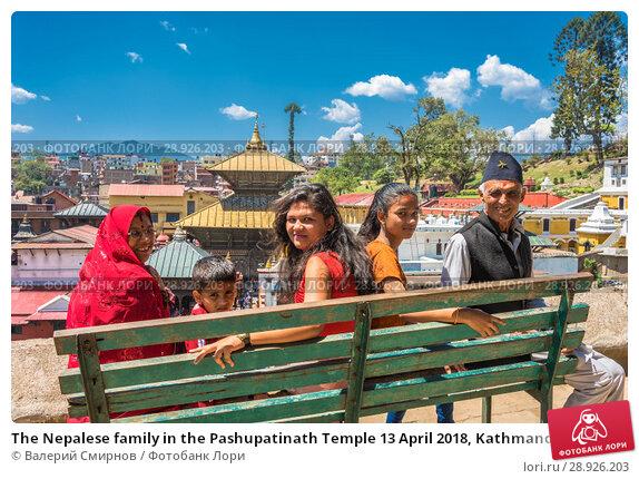 Купить «The Nepalese family in the Pashupatinath Temple 13 April 2018, Kathmandu, Nepal», фото № 28926203, снято 13 апреля 2018 г. (c) Валерий Смирнов / Фотобанк Лори