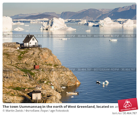 The town Uummannaq in the north of West Greenland, located on an island in the Uummannaq Fjord System, in background the Nuussuaq (Nugssuaq) Peninsula. America, North America, Greenland. Стоковое фото, фотограф Martin Zwick / age Fotostock / Фотобанк Лори
