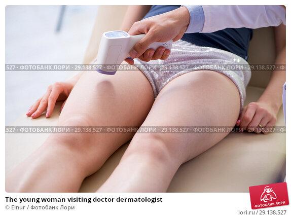 Купить «The young woman visiting doctor dermatologist», фото № 29138527, снято 6 июня 2018 г. (c) Elnur / Фотобанк Лори