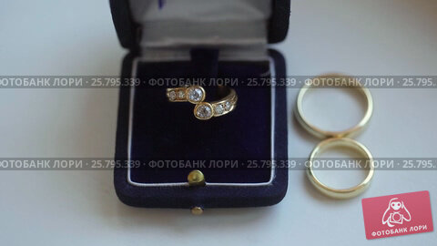 Three wedding rings, видеоролик № 25795339, снято 16 марта 2016 г. (c) Алексей Макаров / Фотобанк Лори