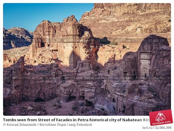 Tombs seen from Street of Facades in Petra historical city of Nabatean Kingdom in Jordan. Стоковое фото, фотограф Konrad Zelazowski / easy Fotostock / Фотобанк Лори