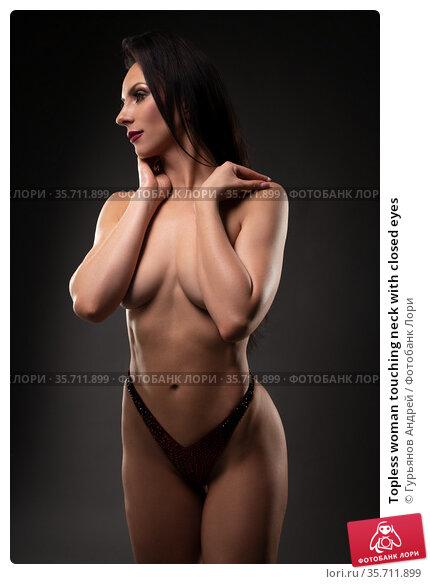 Topless woman touching neck with closed eyes. Стоковое фото, фотограф Гурьянов Андрей / Фотобанк Лори
