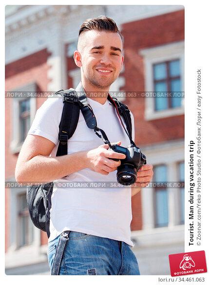Tourist. Man during vacation trip. Стоковое фото, фотограф Zoonar.com/Yeko Photo Studio / easy Fotostock / Фотобанк Лори