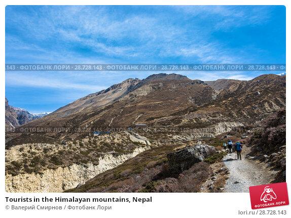 Купить «Tourists in the Himalayan mountains, Nepal», фото № 28728143, снято 6 апреля 2018 г. (c) Валерий Смирнов / Фотобанк Лори