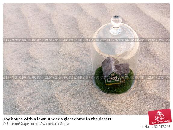Купить «Toy house with a lawn under a glass dome in the desert», фото № 32017215, снято 10 августа 2019 г. (c) Евгений Харитонов / Фотобанк Лори