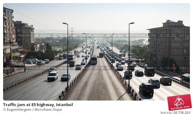 Купить «Traffic jam at E5 highway, Istanbul», фото № 28738263, снято 1 июля 2016 г. (c) EugeneSergeev / Фотобанк Лори