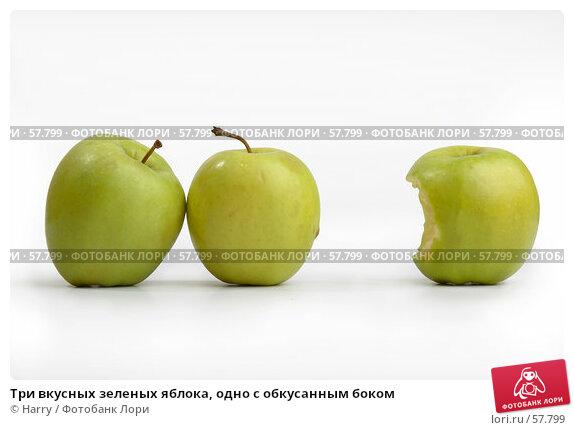 Три вкусных зеленых яблока, одно с обкусанным боком, фото № 57799, снято 26 мая 2006 г. (c) Harry / Фотобанк Лори