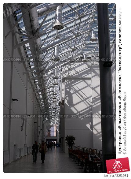 """Центральный выставочный комплекс """"Экспоцентр"""", галерея между павильонами №7 и №2, фото № 325931, снято 11 июня 2008 г. (c) Алексей Зарубин / Фотобанк Лори"""