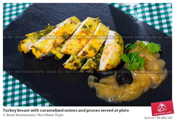 Turkey breast with caramelized onions and prunes served at plate. Стоковое фото, фотограф Яков Филимонов / Фотобанк Лори