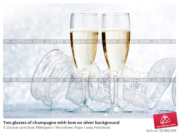Two glasses of champagne with bow on silver background. Стоковое фото, фотограф Zoonar.com/Ivan Mikhaylov / easy Fotostock / Фотобанк Лори