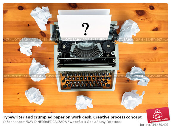 Typewriter and crumpled paper on work desk. Creative process concept. Стоковое фото, фотограф Zoonar.com/DAVID HERRAEZ CALZADA / easy Fotostock / Фотобанк Лори