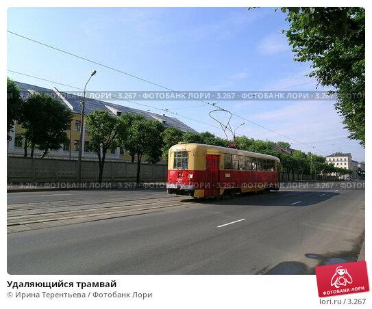 Удаляющийся трамвай, эксклюзивное фото № 3267, снято 4 июля 2004 г. (c) Ирина Терентьева / Фотобанк Лори