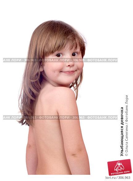 Улыбающаяся девочка, фото № 306963, снято 1 мая 2008 г. (c) Ольга Сапегина / Фотобанк Лори