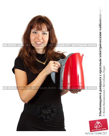 Купить «Улыбающаяся девушка с красным электрическим чайником на белом фоне», фото № 3646727, снято 27 сентября 2011 г. (c) Яков Филимонов / Фотобанк Лори