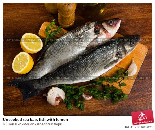 Купить «Uncooked sea bass fish with lemon», фото № 33006895, снято 28 июня 2020 г. (c) Яков Филимонов / Фотобанк Лори