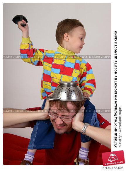 Уставший отец больше не может выносить шалости сына, фото № 88603, снято 4 июня 2007 г. (c) Harry / Фотобанк Лори